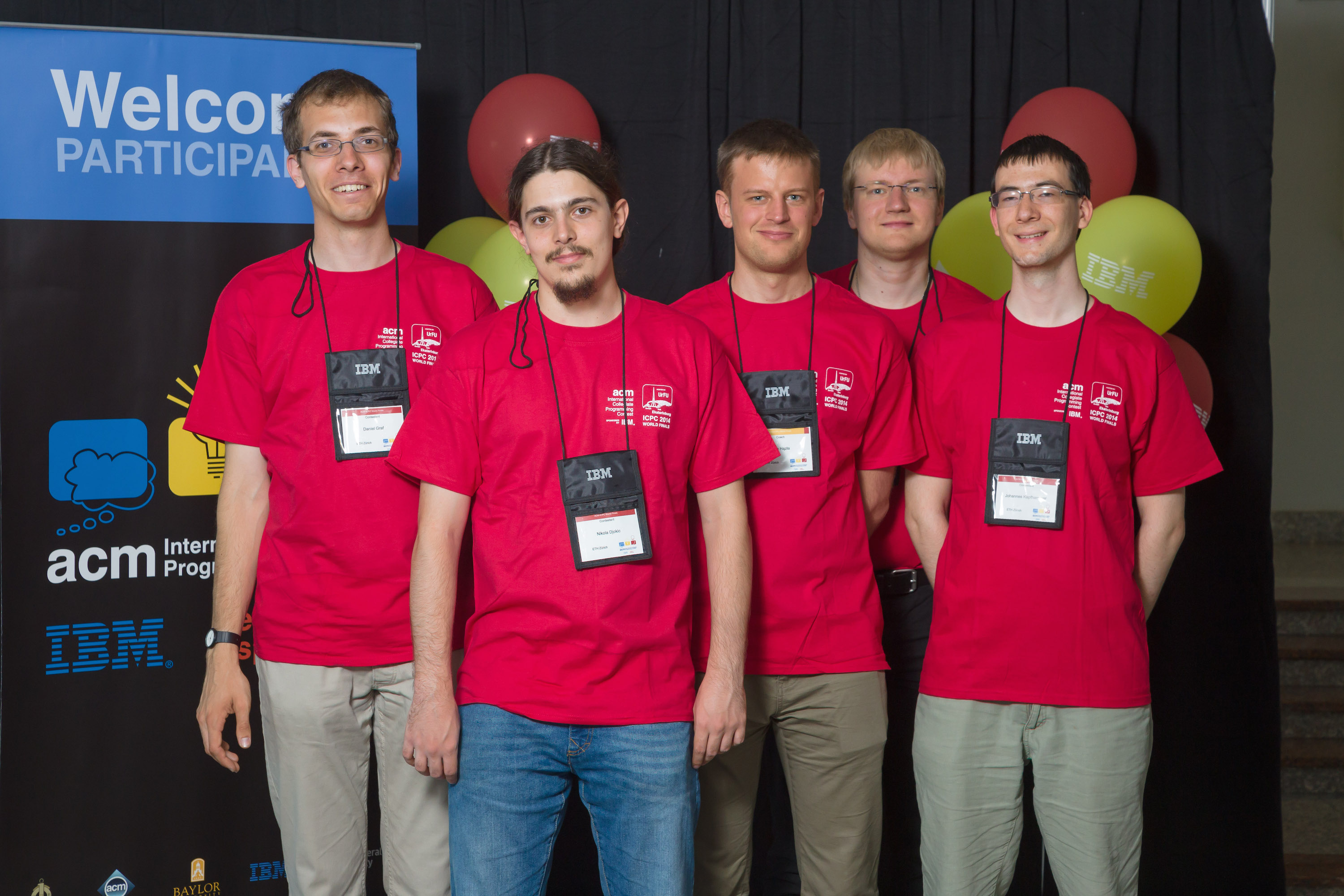 ETH-Team (from left to right): Daniel Graf, Nikola Djokic, Jan Hązła (coach), Vladimir Serbinenko (coach), Johannes Kapfhammer (Image: Bob Smith, Hans Domjan, ACM ICPC)