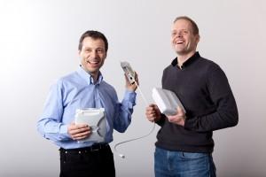Thomas Lier und Derk-Jan Valenkamp unternehmen alles für einen optimalen WLAN-Empfang an der ETH Zürich