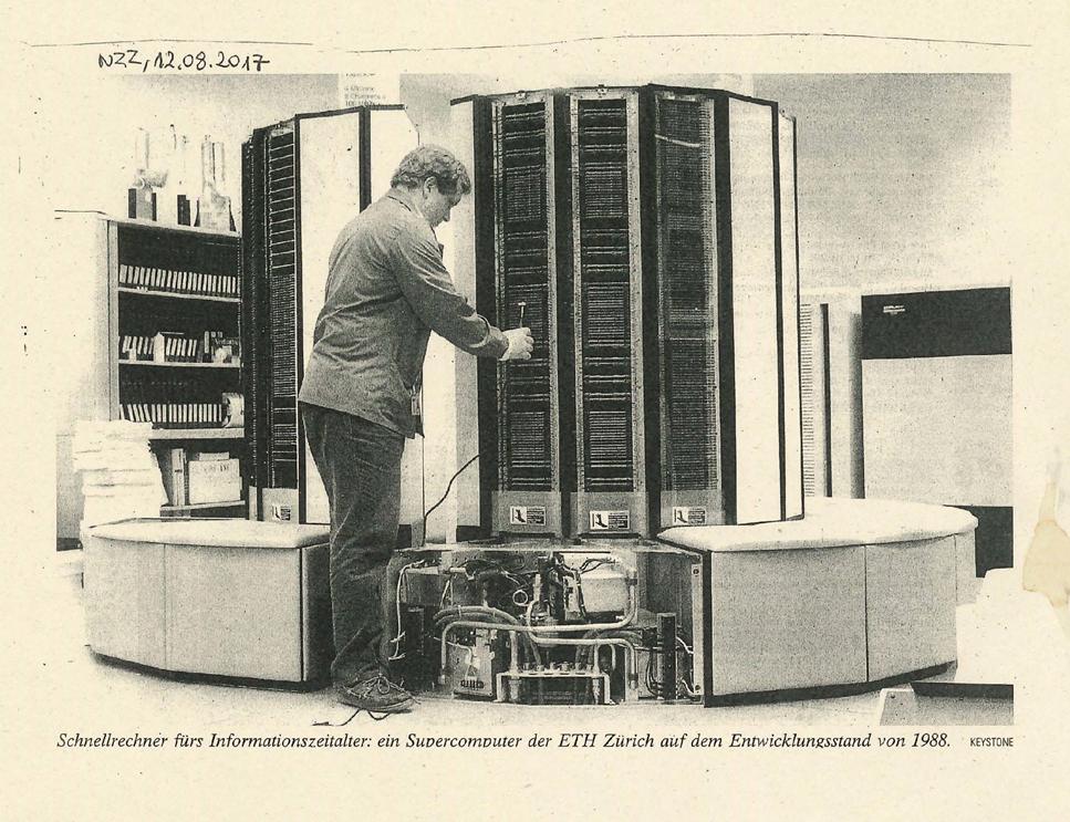 Cray und ist ein Supercomputer aus den 80ern. Er kostete damals 10 Millionen Schweizer Franken. Heute ist er von der Leistung her jedem Smartphone unterlegen.
