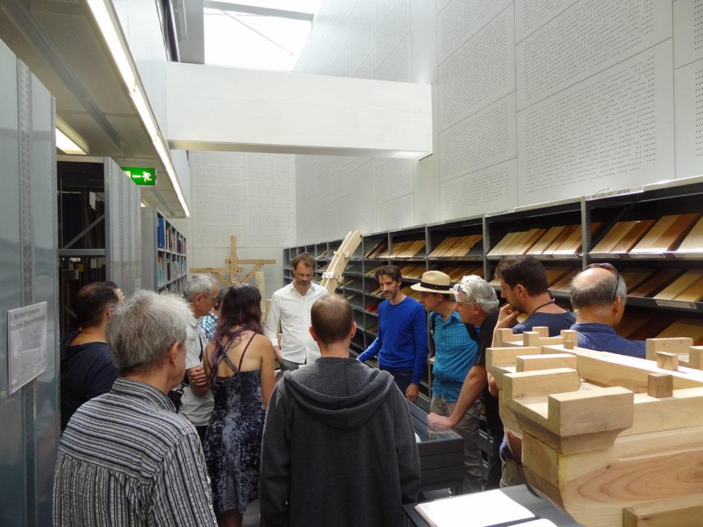 """""""In der Ausstellung sieht man traditionelle, reine Holzverbindungen  aus Europa und dem angelsächsischen Raum sowie aus China und Japan."""""""